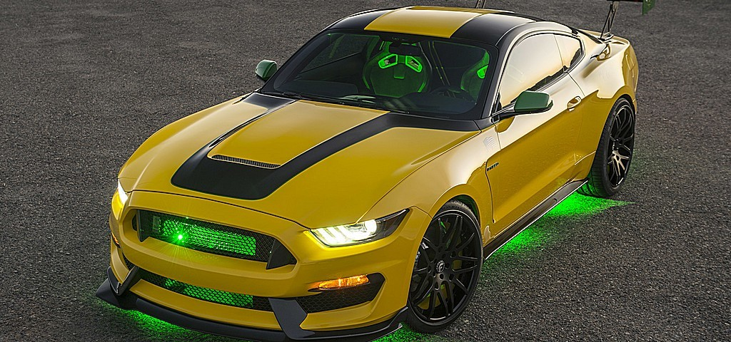 Ford Ole Yeller Mustang Luci Accese