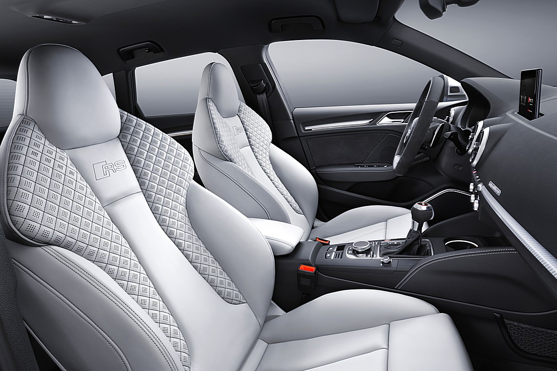 audi rs3 arriva la nuova sportback da 400 cavalli cavalli vapore. Black Bedroom Furniture Sets. Home Design Ideas