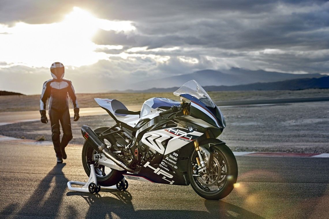 BMW HP4 Race 10