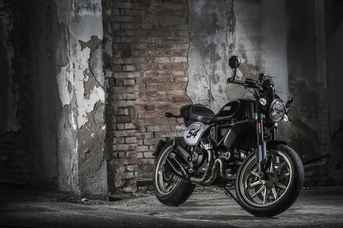 Ducati Scrambler: Revolution 54 Café Racer