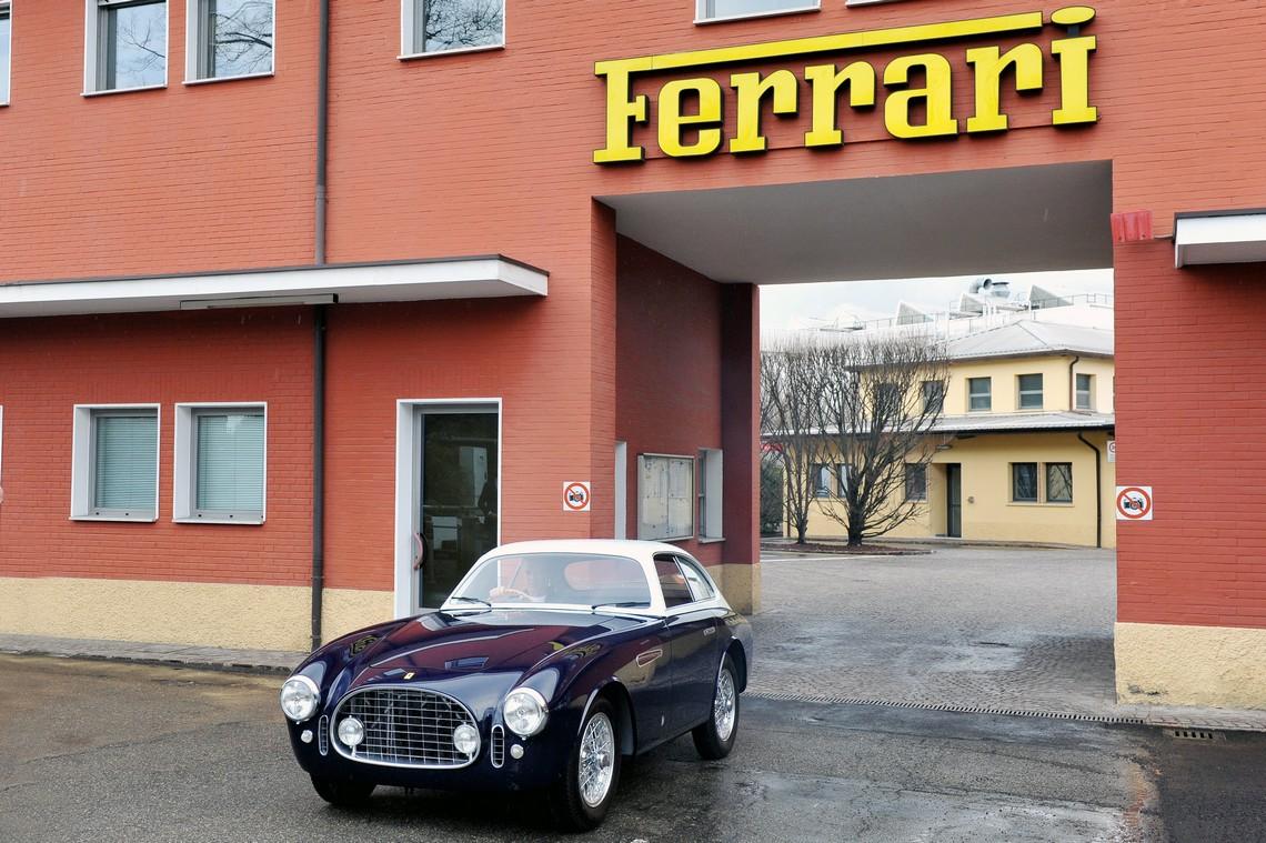 Ferrari 225E uscita da Maranello