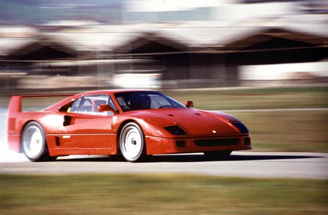 Ferrari F40 in pista