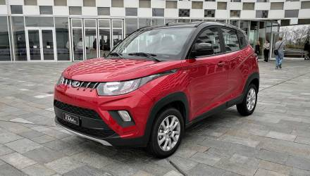 Mahindra KUV 100 Tre Quarti