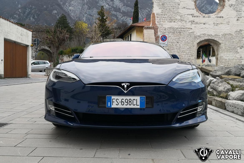 Tesla Model S 100D Anteriore a Venzone