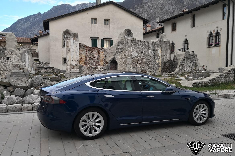 Tesla Model S 100D Lato a Venzone