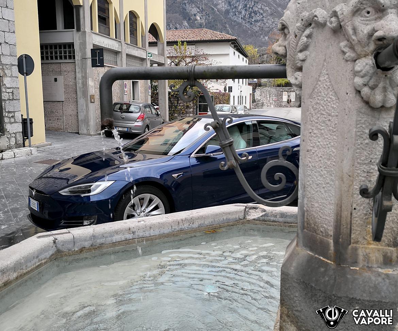 Tesla Model S 100D Particolare a Venzone
