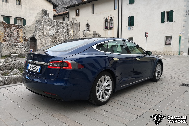 Tesla Model S 100D Tre Quarti Posteriore a Venzone