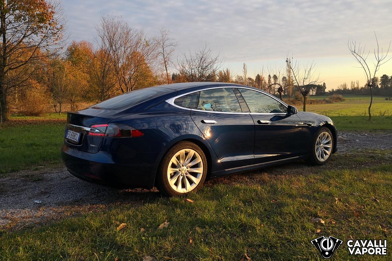 Tesla Model S 100D Tre Quarti Potestiore al Tramonto