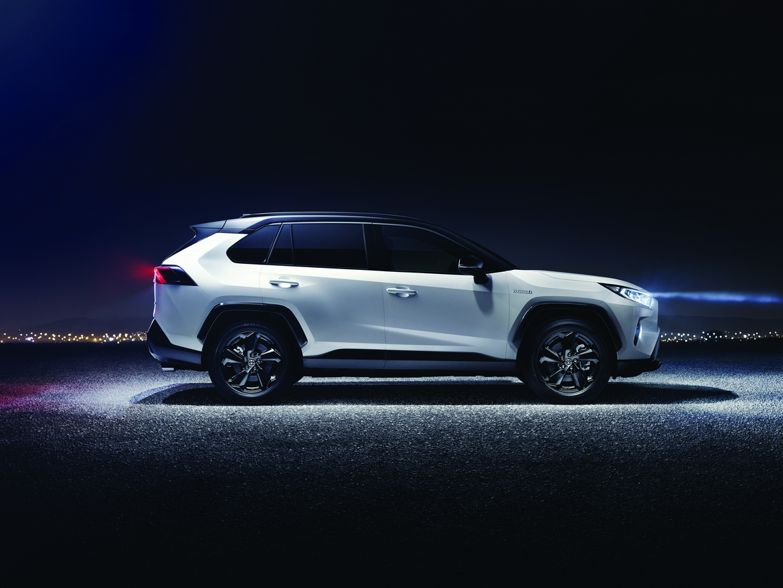 Toyota nuovo RAV4 Hybrid Lato