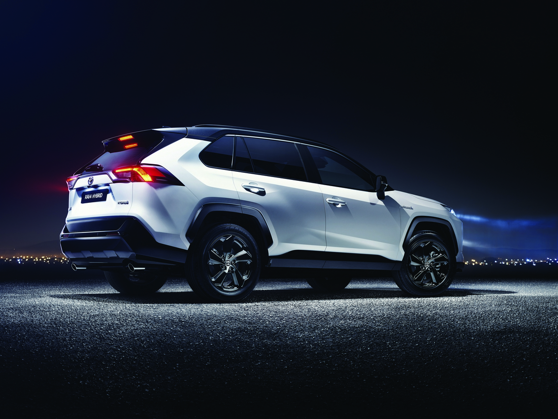 Toyota nuovo RAV4 Hybrid Tre Quarti Posteriore