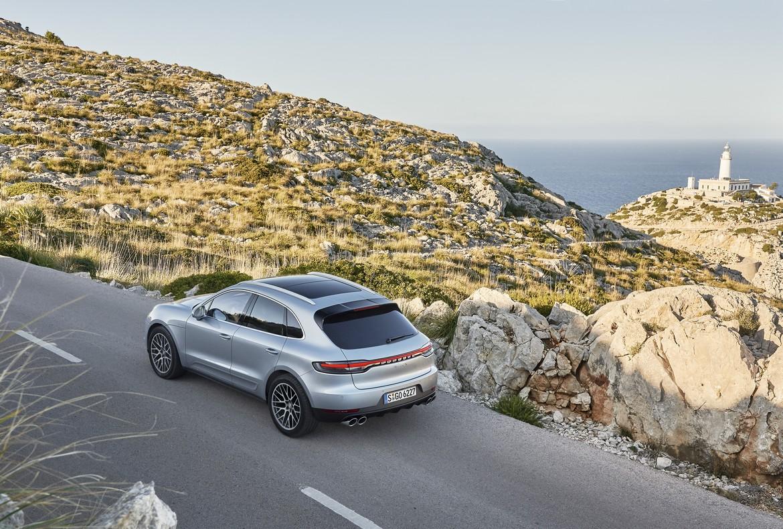 Porsche Macan S In Strada